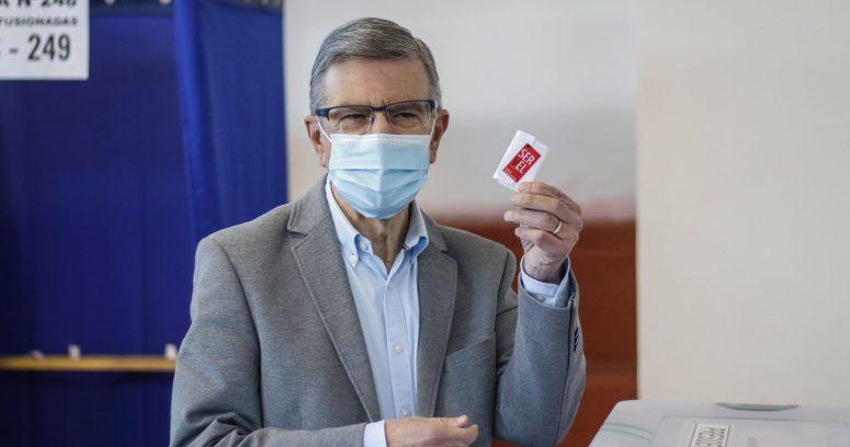 """""""Lavín dispara contra Jadue tras votar:"""