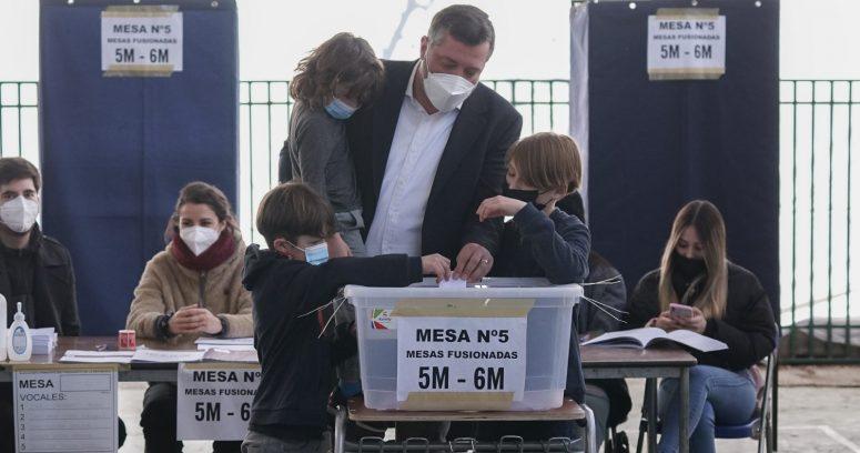 """""""Sichel vota en familia y pide una política"""