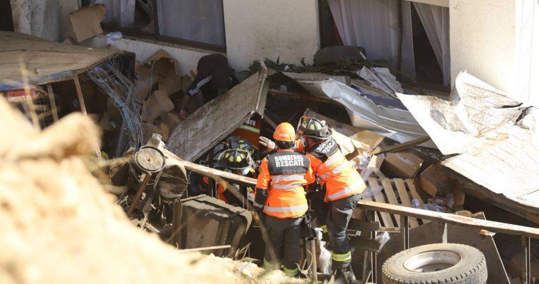 """""""Tres muertos dejó accidente en Viña del Mar: dos camiones y un auto cayeron a quebrada"""""""
