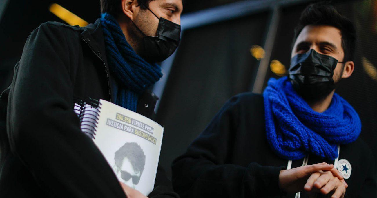 Amnistía Internacional realiza la entrega de más de 205.000 firmas reunidas para exigir justicia en su caso y que se investigue a los mandos y ex mandos involucrados en las violaciones de derechos humanos durante el estallido social. AGENCIA UNO