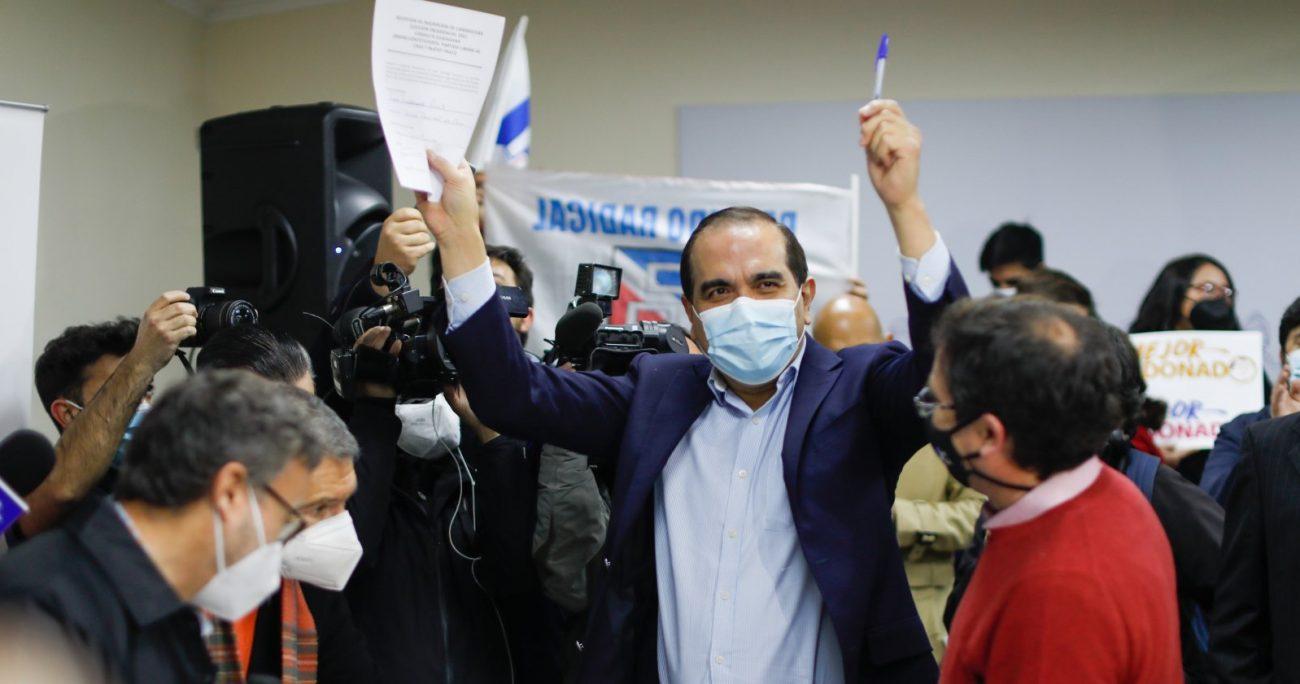 El postulante radical durante la inscripción en la sede del PPD. AGENCIA UNO
