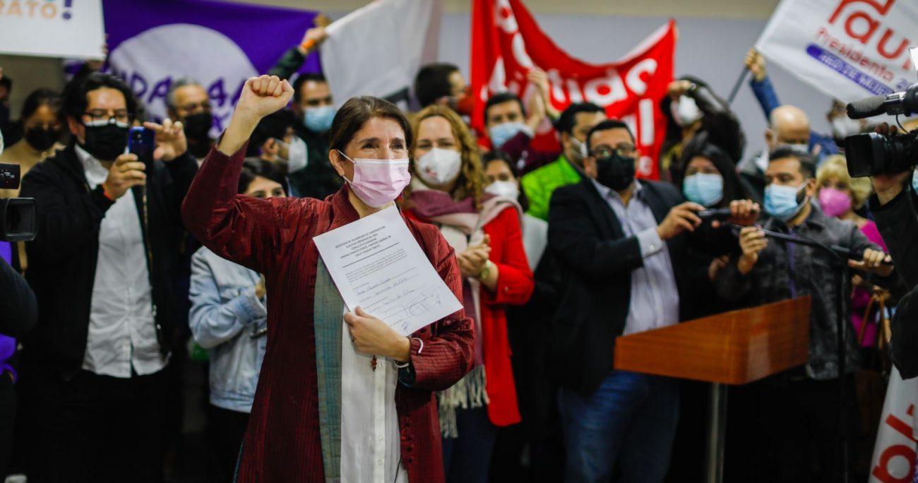 La socialista durante la firma de su candidatura en la sede del PPD. AGENCIA UNO