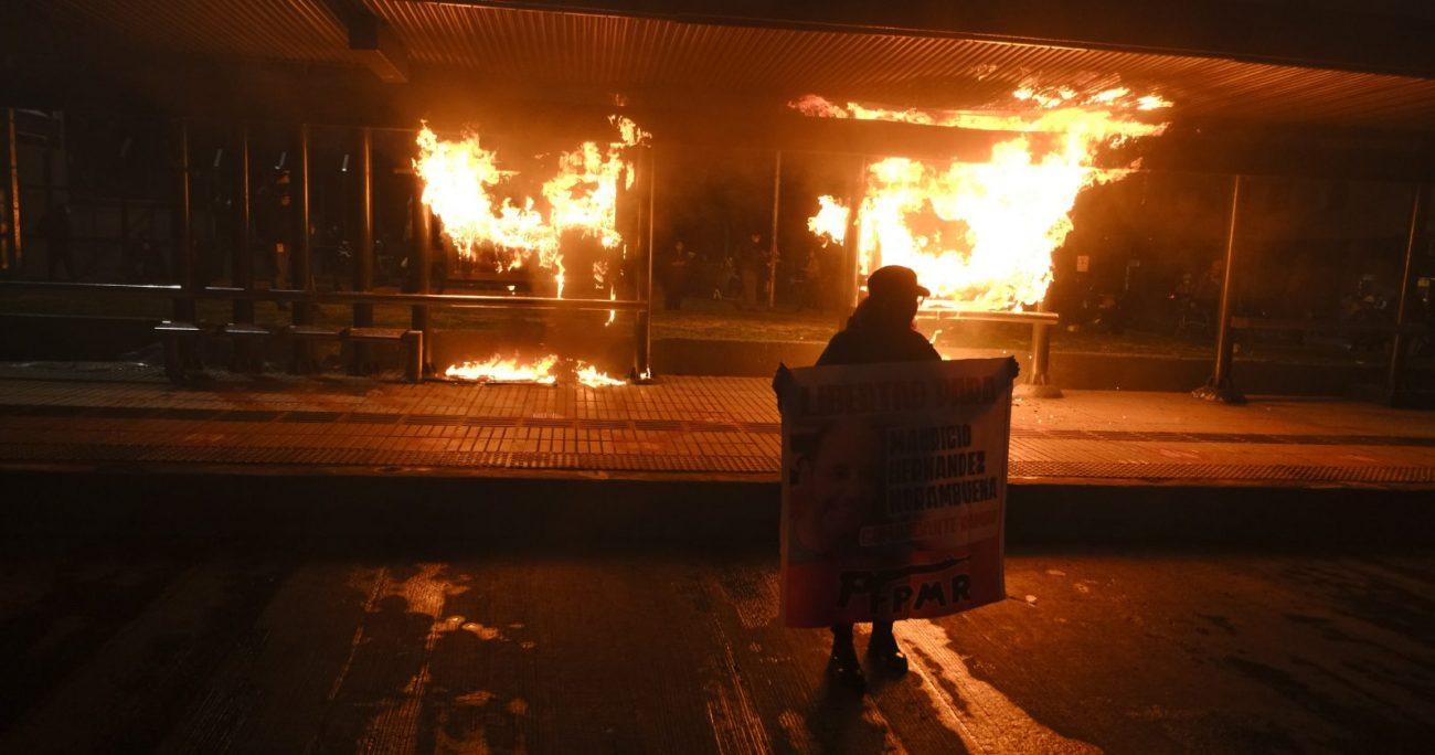 La movilización causó cortes de tránsito y paralizó la operación de la estación de Metro Baquedano. AGENCIA UNO