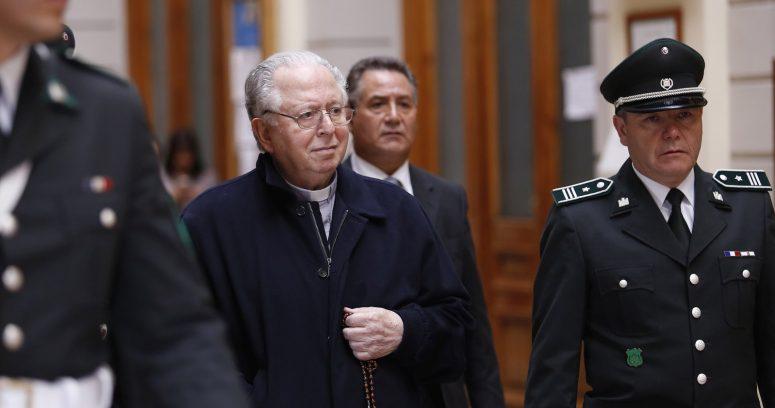 """Arzobispado de Santiago por muerte de Karadima: """"Acompañamos de cerca a las víctimas sobrevivientes"""""""