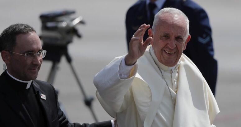 """""""Papa Francisco fue internado para ser sometido a una cirugía programada"""""""