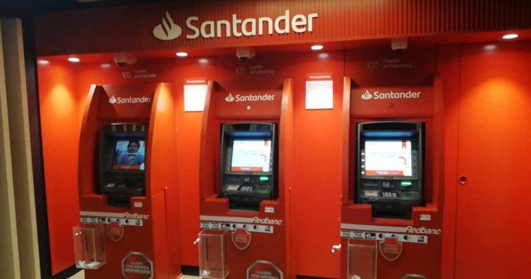 """""""Implementan nuevos cajeros automáticos en Metro de Santiago"""""""