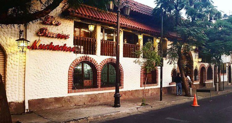 """""""Los Buenos Muchachos dice adiós: tradicional restaurante pone a la venta local de Santiago"""""""