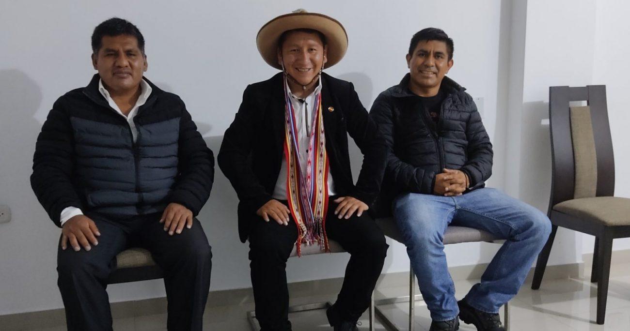 Al igual que el presidente de Perú, Bellido también tiene origen campesino y ambos ocupan un sombrero. TWITTER/GUIDOBELLIDO