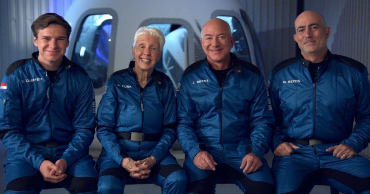 El dueño de Amazon estuvo acompañado de su hermano y otros dos pasajeros.