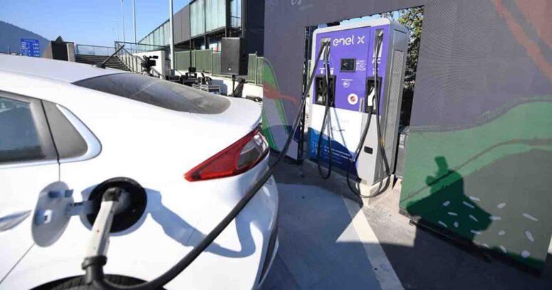 """""""Instalan punto de carga para autos eléctricos a un costado del peaje Nueva Angostura"""""""