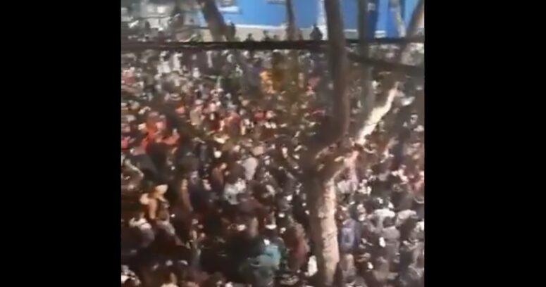 """""""Sin distanciamiento ni mascarillas: denuncian fiesta masiva en pleno barrio Bellavista"""""""