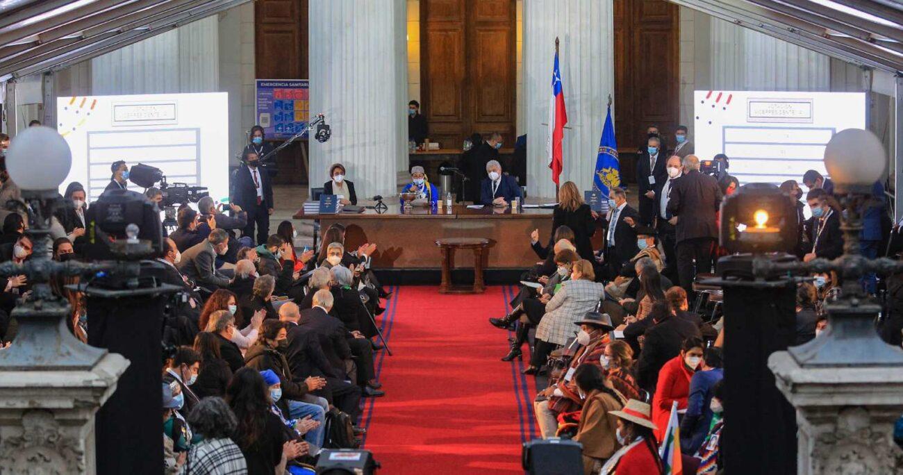 La Convención Constitucional eligió a Elisa Loncón y Jaime Bassa como presidente y vicepresidente. AGENCIA UNO
