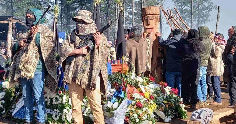 """""""Escoltas armados reaparecen durante funeral de Pablo Marchant"""""""