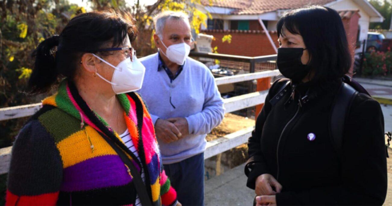 La comunidad supone que los olores provienen del estero y que se originan a raíz de depósitos de aguas servidas que podría estar siendo depositada en el cauce de las aguas que rodean a la población. PRENSA DIPUTADA MARZÁN