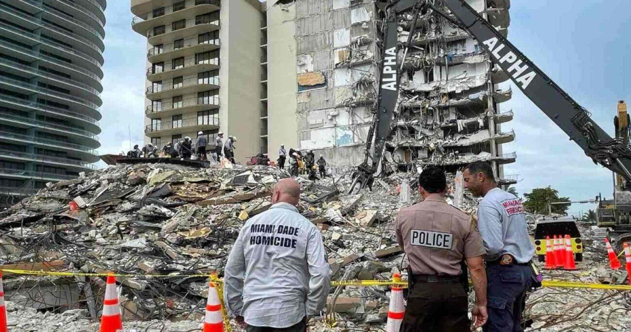 Los equipos de rescate durante los operativos. TWITTER/DANIELLALEVINE
