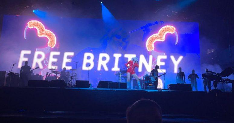 """""""El gesto que tuvo Miley Cyrus con Britney Spears durante su show en Lollapalooza"""""""