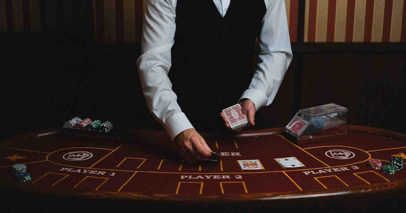 La apuesta mínima en prácticamente todos los juegos de blackjack, incluso en los más grandes, como Infinite Blackjack o Power Blackjack, de Evolution, es de 1€. Pexels