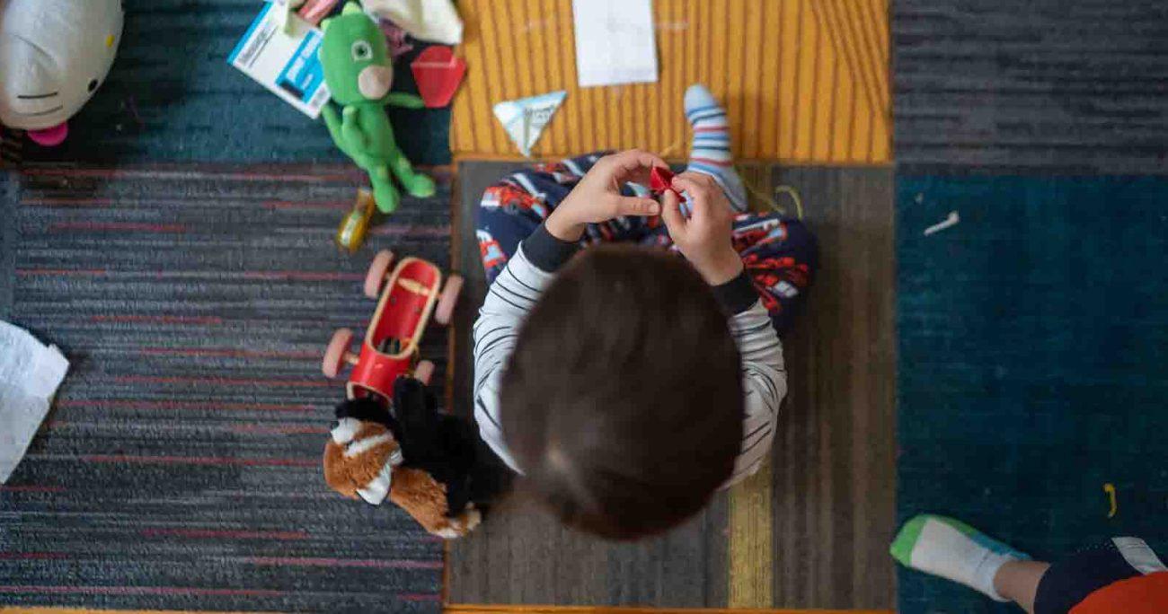 Los juguetes pueden entretener a la vez que les ayudan a desarrollar la imaginación y aprenden a compartir con los demás. Pexels.