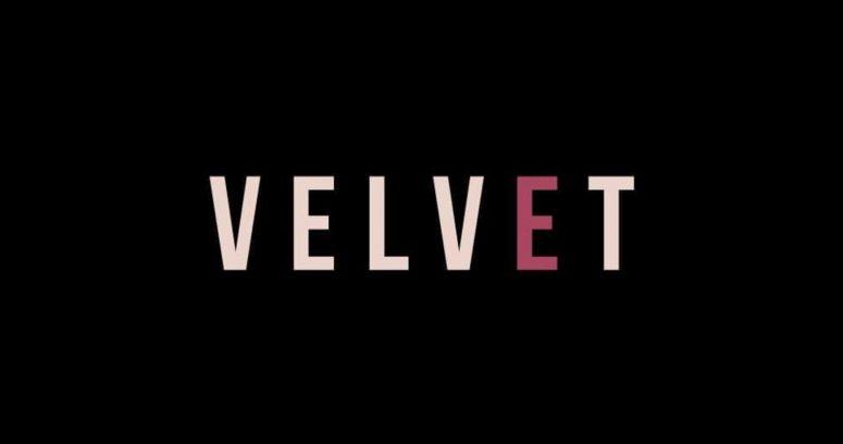 """""""Analogía equivocada"""": Revista Velvet se disculpa por usar a Ana Frank en un titular"""