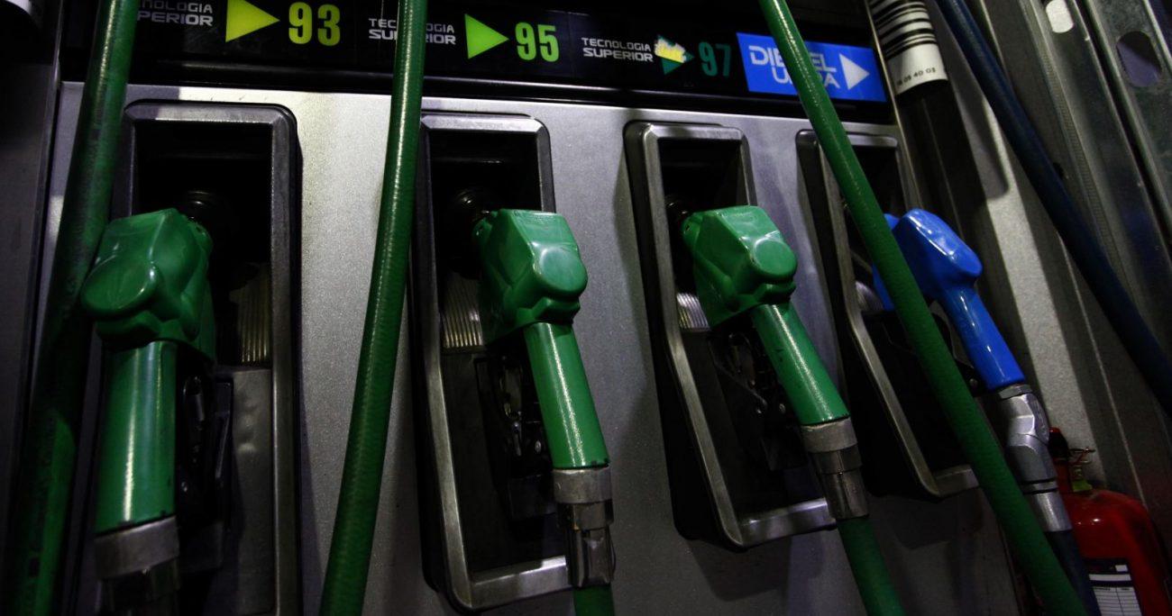 """""""Esto permitirá observar una caída de las gasolinas esta semana del orden de $26 por litro en el caso de la gasolina de 93 octanos y de $19 en el caso de la bencina de 97 octanos"""". AGENCIA UNO/ARCHIVO"""