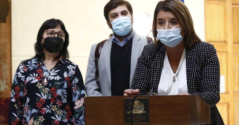 """""""Diputados ofician al Minsal por niña amarrada en Hospital Roberto del Río"""""""