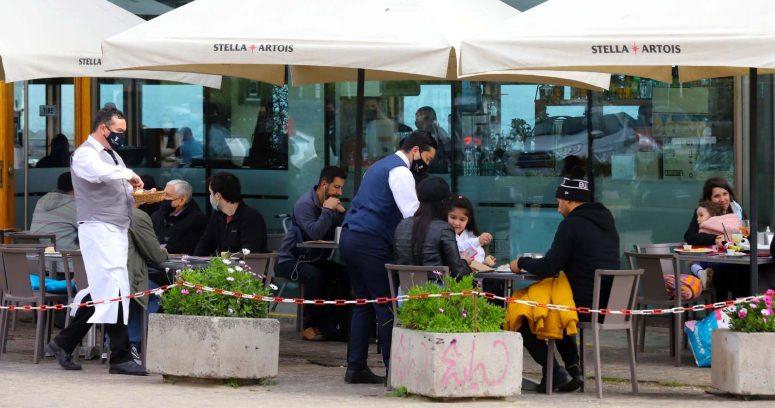 """""""Nueva Ley de Alcoholes despierta dudas respecto a ingreso de menores en restaurantes"""""""