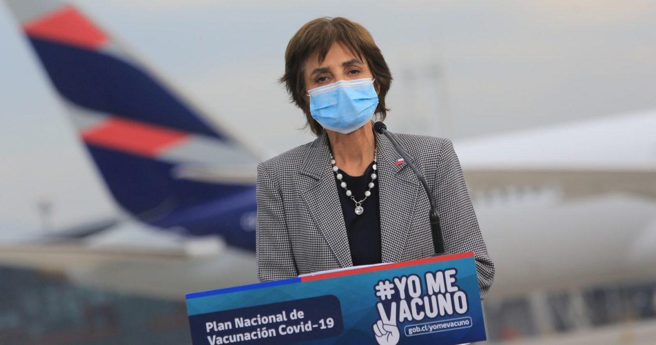 La subsecretaria durante la llegada de las vacunas. AGENCIA UNO