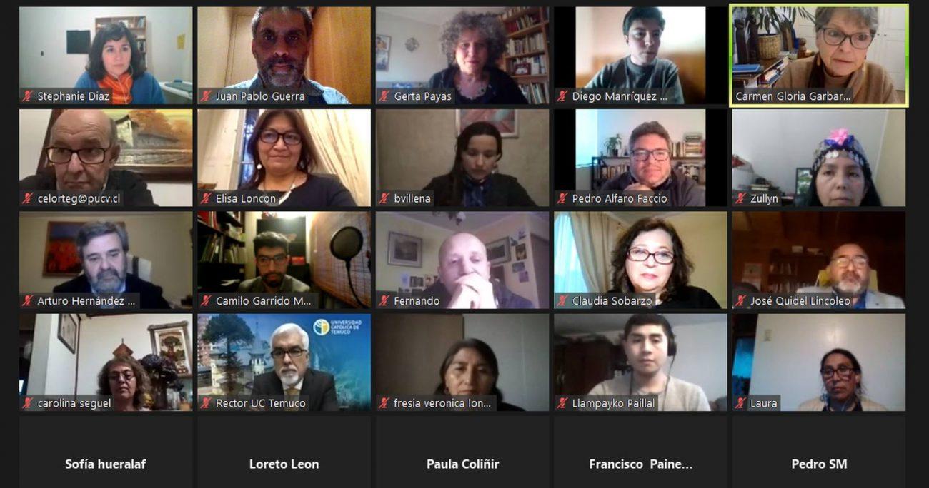 Los académicos junto con la presidenta de la Convención, Elisa Loncon. RED G9