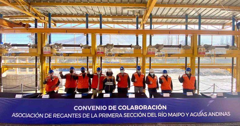 """""""Aguas Andinas y Asociaciones de Regantes del río Maipo firman acuerdo para avanzar en sostenibilidad de la cuenca"""""""