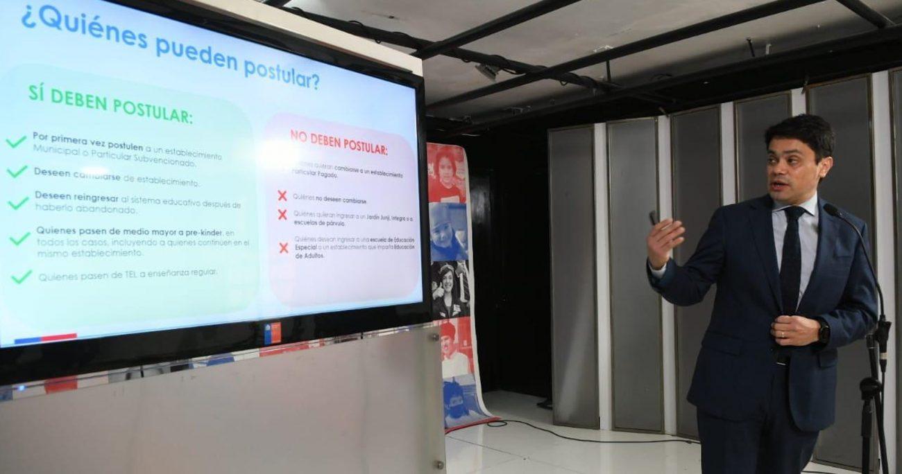 El subsecretario de Educación, Jorge Poblete, entregando detalles sobre el proceso. MINEDUC