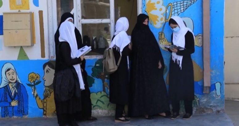 """""""Chile acogerá a siete mujeres activistas por los derechos humanos en Afganistán"""""""