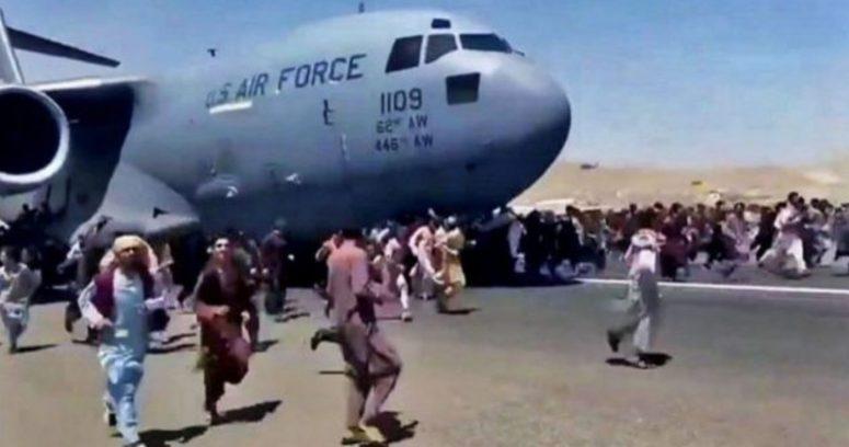 """""""Estados Unidos acusa que los talibanes están impidiendo a los afganos salir del país"""""""
