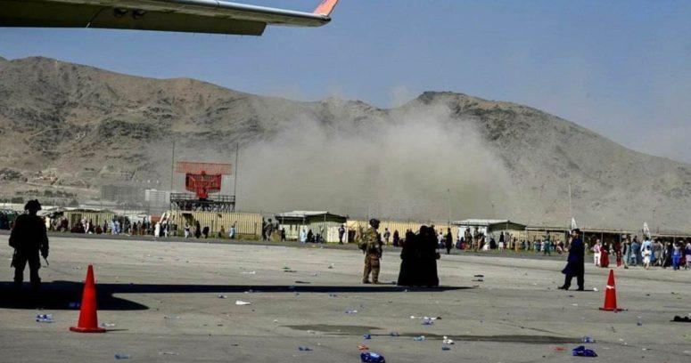 """""""Explosión en las afueras del aeropuerto de Kabul deja decenas de muertos"""""""