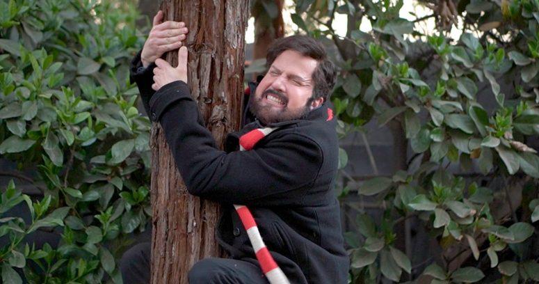 Hasta con árbol: Kramer sorprende con hilarante imitación de Gabriel Boric