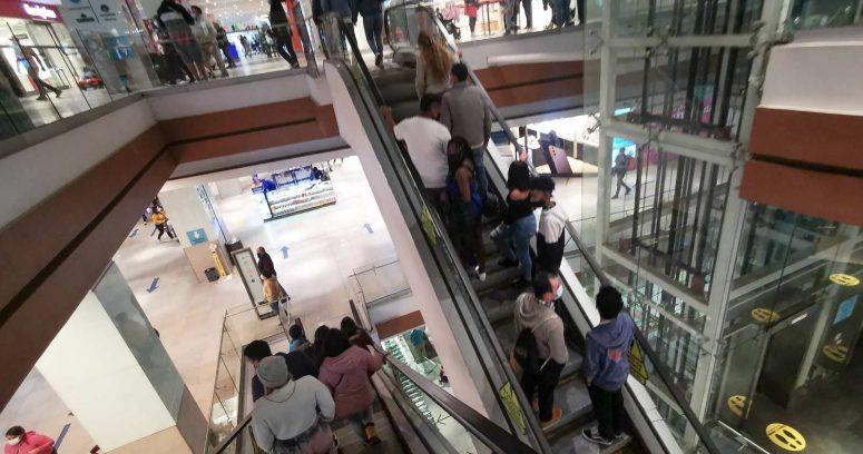 """""""Efecto retiros de fondos e IFE: qué están comprando los chilenos en el retail"""""""