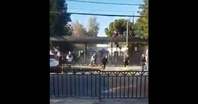 Escándalo en el Verbo Divino: estudiantes lanzan bombas de humo y provocan desórdenes