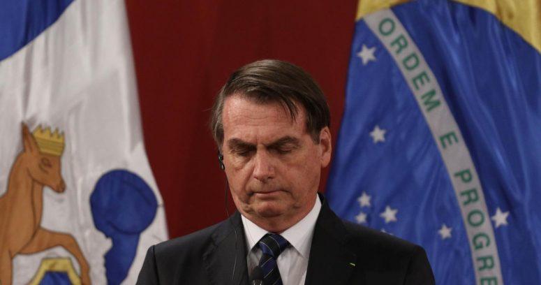 """""""Bolsonaro vetó norma que sancionaba la difusión de fake news"""""""