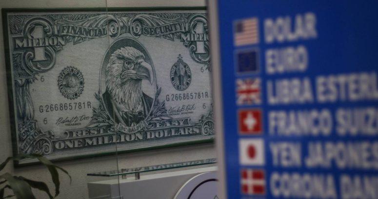 Dólar alcanzó los $800 en la previa de la votación del cuarto retiro