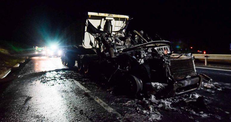 """""""Nuevo ataque incendiario: queman 12 camiones en ruta que une Labranza con Nueva Imperial"""""""