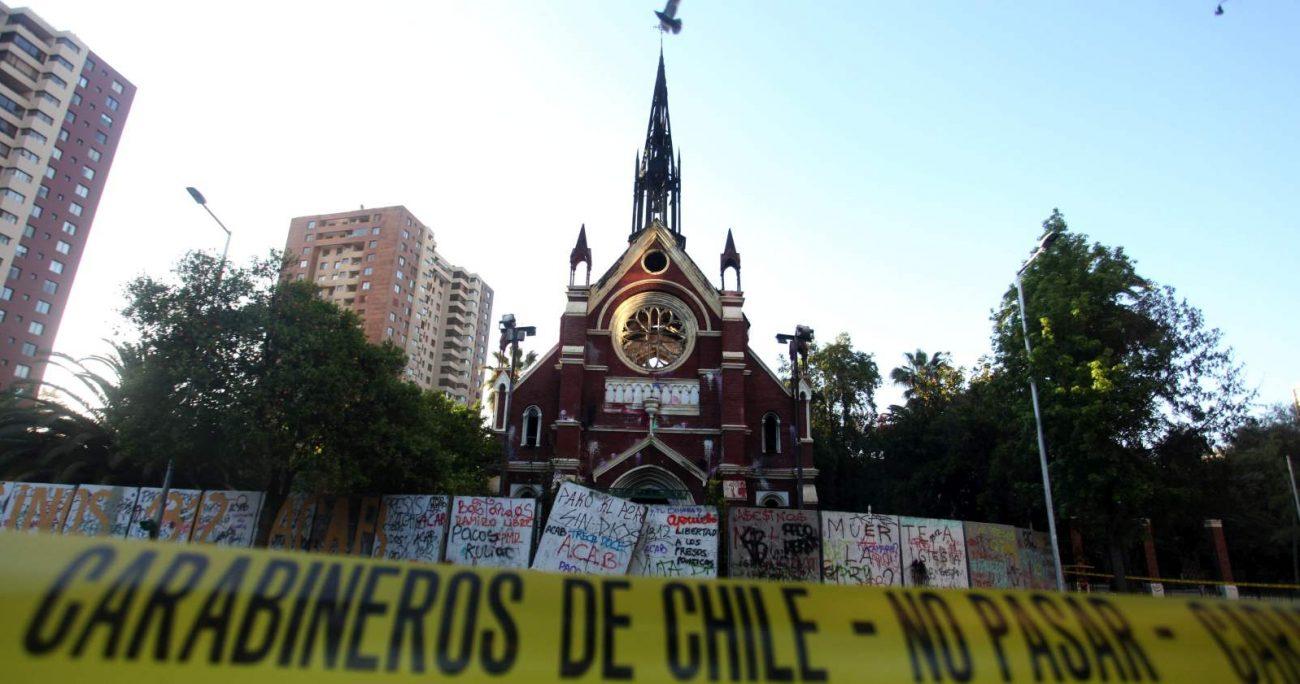 La iglesia San Francisco de Borja fue incendiada en enero de 2020 durante el estallido social. AGENCIA UNO/ARCHIVO