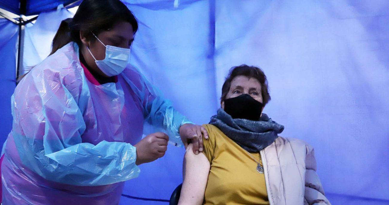 El gobernador de Tierra del Fuegoagradeció a los habitantes que se acercaron a los vacunatorios. AGENCIA UNO/ARCHIVO