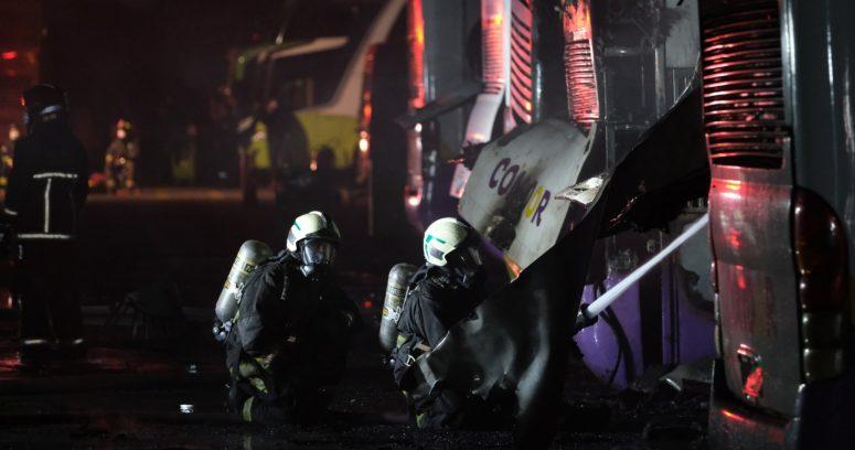 """""""Incendio en taller de Tur Bus en Estación Central deja nueve buses afectados"""""""