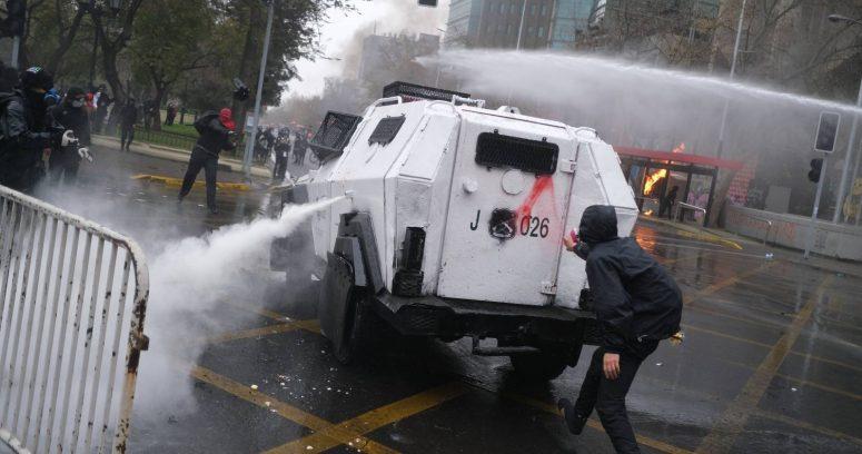 """""""Marcha por el 11 de septiembre termina con graves incidentes en la Alameda"""""""