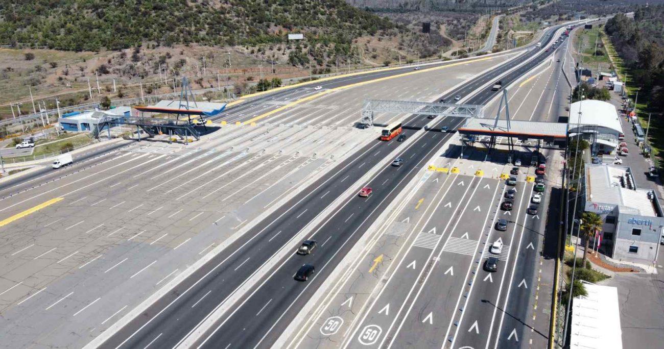 """""""A partir de ahora y hasta las 9 o 10 de la noche esperamos tener una altísima congestión en las carreteras. Va a ser el momento peak de salida de Santiago y, por lo tanto, esperamos tener muchísima más congestión de la que hemos tenido hasta ahora"""". AGENCIA UNO"""