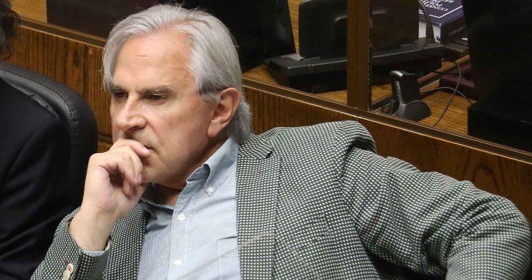 Justicia deja en libertad a individuo que lanzó botella con orina a Iván Moreira
