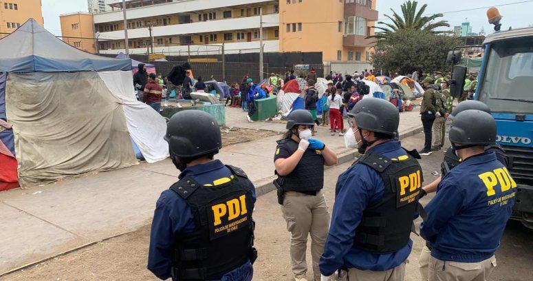 Desalojan carpas con migrantes en la Plaza Brasil de Iquique
