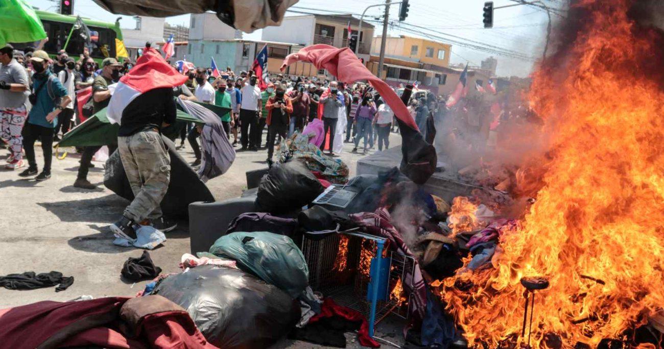 Vecinos y el alcalde de dicho de Iquique, Mauricio Soria, también fueron parte de la marcha. AGENCIA UNO/ARCHIVO