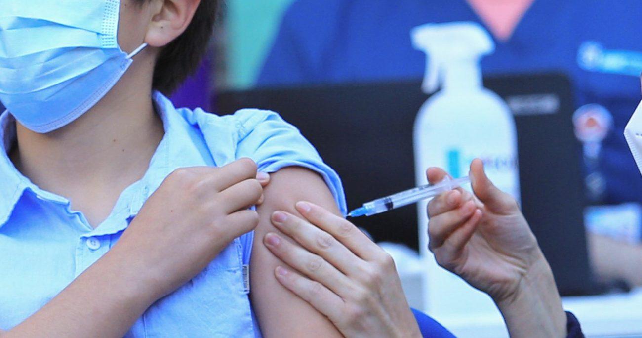 Los padres y apoderados deben entregar un consentimiento para que los niños sean vacunados en sus escuelas. AGENCIA UNO/ARCHIVO