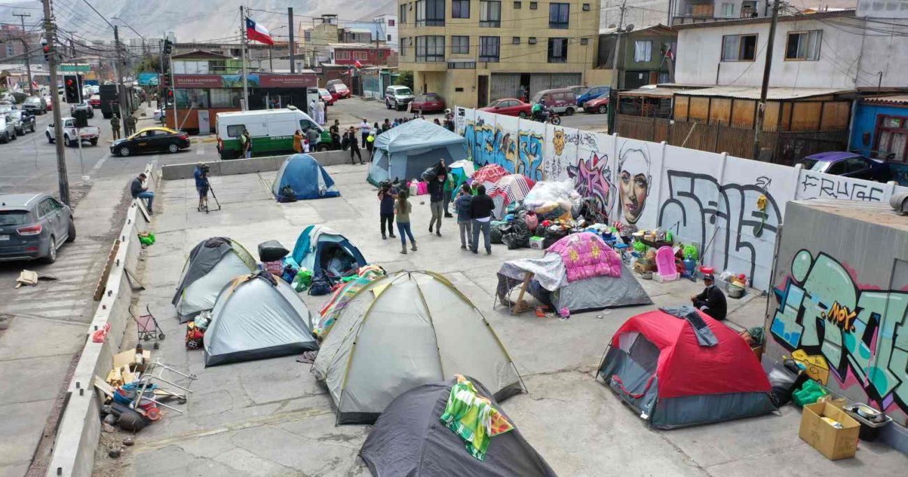 Los migrantes venezolanos fueron desalojados de la Plaza Brasil de Iquique. AGENCIA UNO/ARCHIVO
