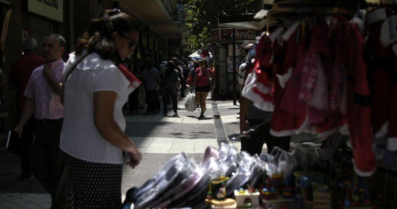 """Gremios rechazaron permisos para comercio ambulante en Santiago: """"Es una cachetada a las mipymes"""""""